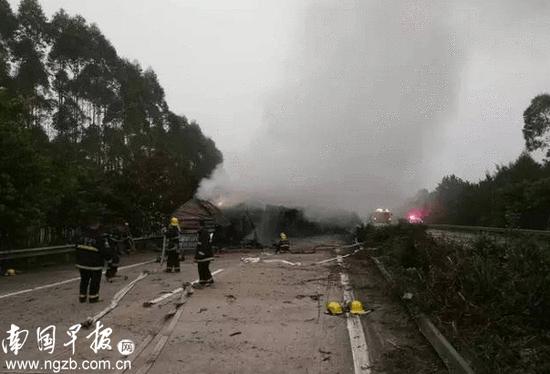 广西一高速上货车与面包车相撞 致5死10伤