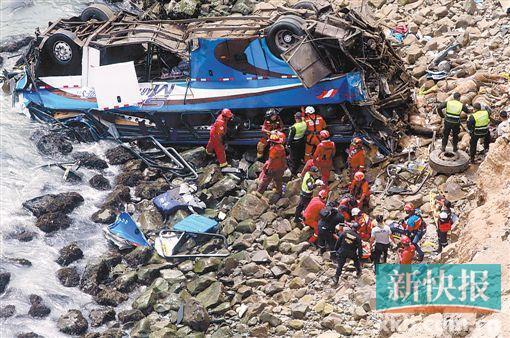 秘鲁客车坠下百米山崖至少48人死亡