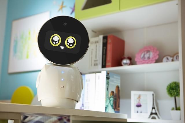 小忆机器人点亮新思路 人机共融才是正确方式