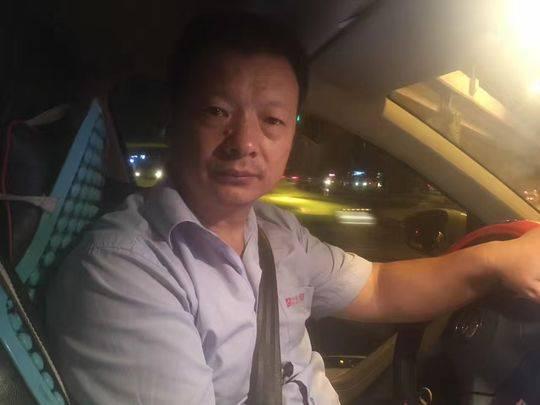 奇迹!网约车司机逢人便发寻女卡片 24年后找到女儿