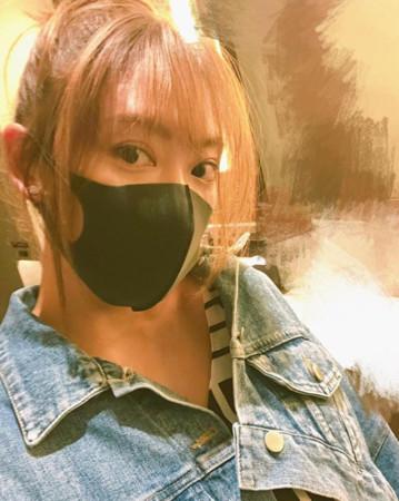 应采儿剪空气短刘海 35岁神逆龄显少女
