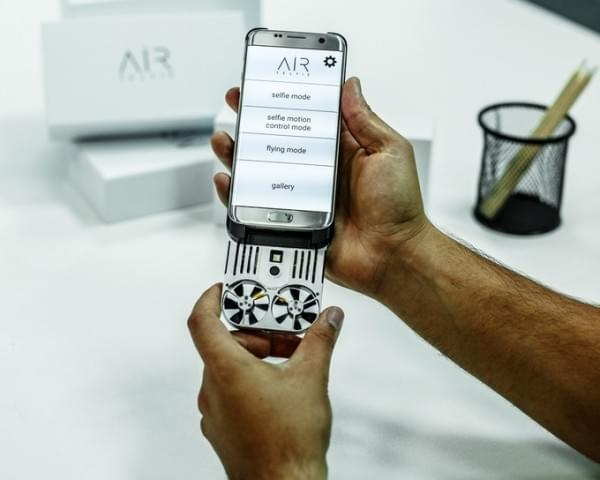 """真正的""""口袋无人机"""" 全金属机身比手机还小的照片 - 2"""
