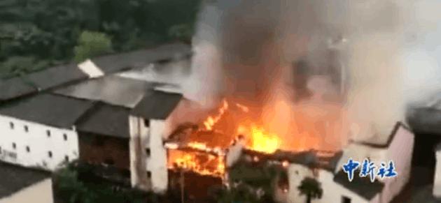 横店影视城内着火8个开间被毁 村民以为在拍戏