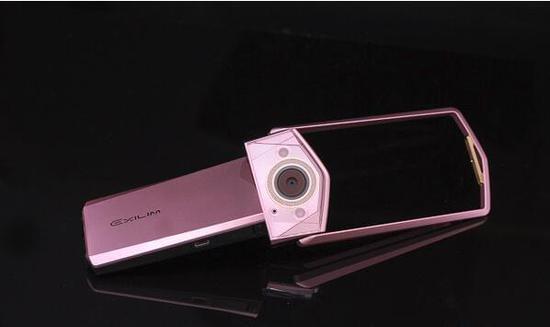 卡西欧自拍神器换代:f2.8大光圈+无极美颜