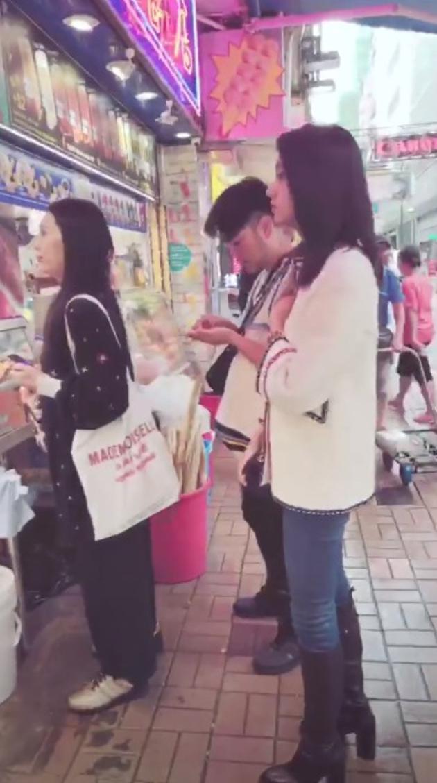 变身吃货!国民女儿木村光希在香港排队吃地摊