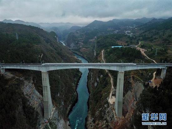(新华全媒头条·图文互动)(5)从万桥飞架看中国奋斗——在贵州高高的山岗上