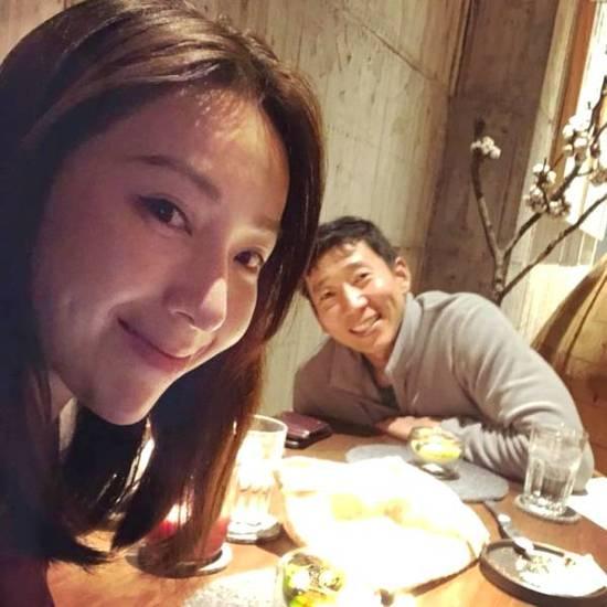 纪念结婚3周年 隋棠和老公吃大餐秀恩爱