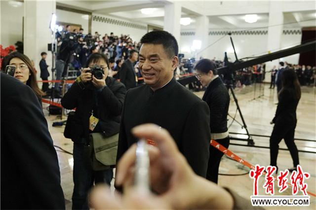 刘永好委员:新型农民是绿领 会让白领金领都羡慕