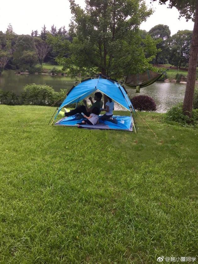 陆毅和女儿搭帐篷超开心 鲍蕾:野外生存后遗症吗