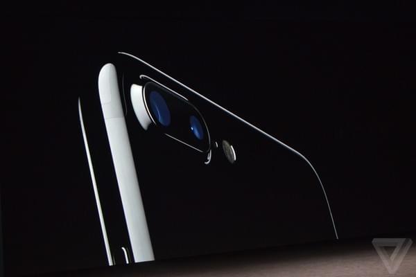 "iPhone 7 Plus摄像头附近被指有烦人""电流声""的照片 - 1"