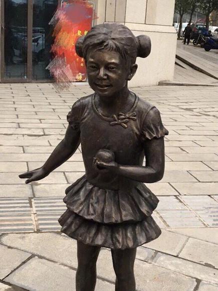 何炅哪吒版雕像惊现重庆?何炅惊讶:灵感是?