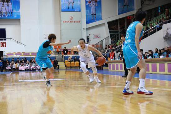 广东女篮58-63惜败北京 一回合竟然连丢6篮板