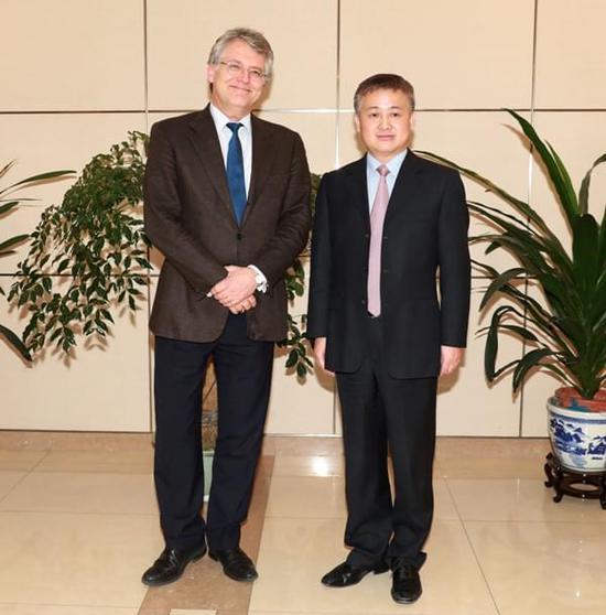 潘功胜局长会见中国欧盟商会主席伍德克