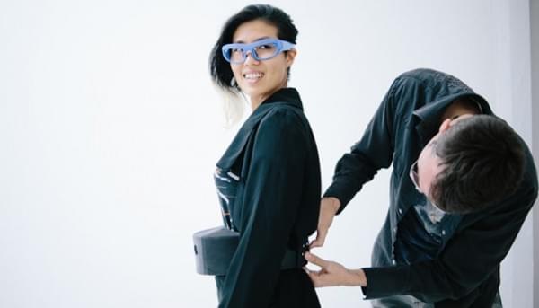 英特尔在巴黎时装周发布可用于测量压力的智能眼镜和皮带的照片 - 3
