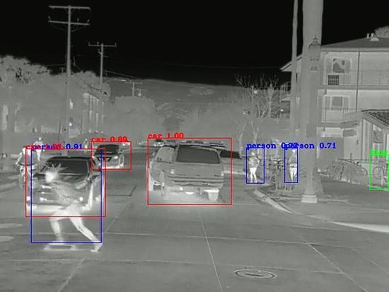 如何提高自驾车安全性? 再加个热成像摄像头试试