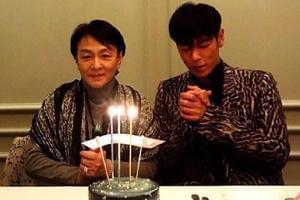 T.O.P 30岁生日和妈妈过 看起来消瘦不少