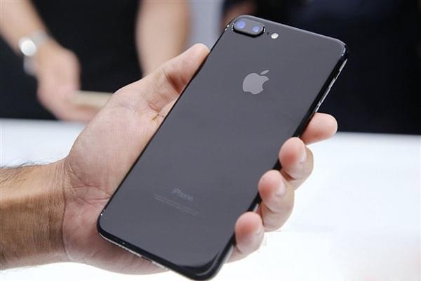 王自如评测:iPhone7本质是6ss,明年iPhone不得了的照片
