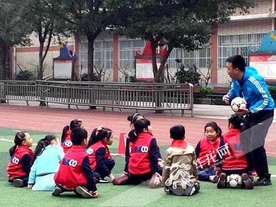 探访南开小学优秀教师团队成长故事(四)体育教学组:春去冬来风雨无阻 让学生感受足球的乐趣