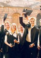 每年花3000万买酒训练学霸的品味,恐怕只有牛津剑桥做