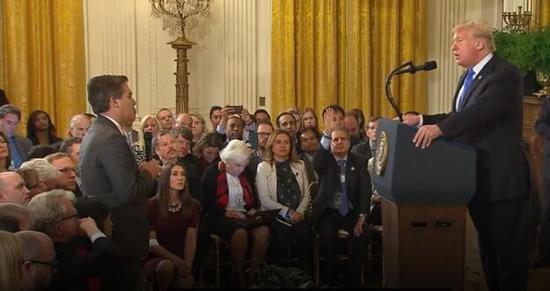 CNN记者提这个问题被打断特朗普:够了!放下话筒