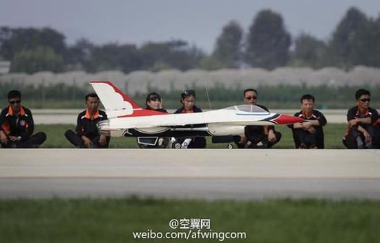 朝鲜举办首次航展 多机型表演f16航模现身(五)