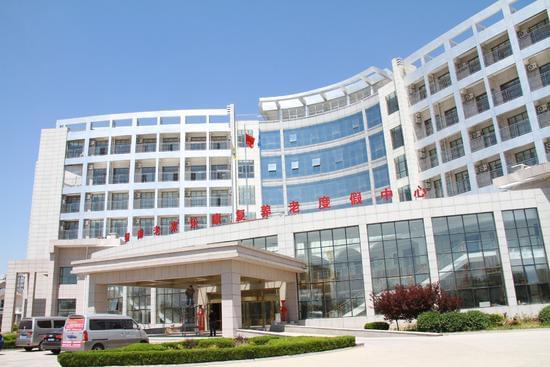 5月20日,乳山滨海新区利用闲置房产引进了专业养生养老机,图为老来乐康复养老度假中心。