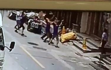监控画面显示:女童坠落前众人伸手托接 乐清市委宣传部供图