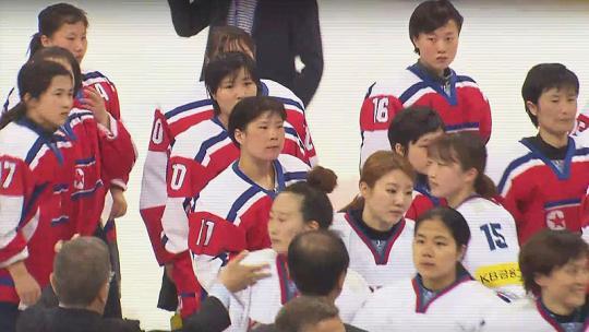 冬奥没开始 要跟朝鲜姑娘举旗的韩国小伙先火了