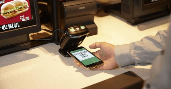 """借助二维码和手机支付 中国实体店正打""""翻身仗""""的照片"""