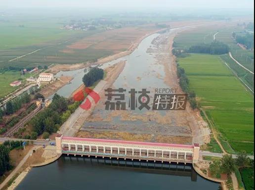 上游开闸泄洪下游毫不知情 导致县城内涝鱼蟹死亡