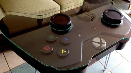 热情粉丝以Xbox手柄为原型:放大制成了一张茶几