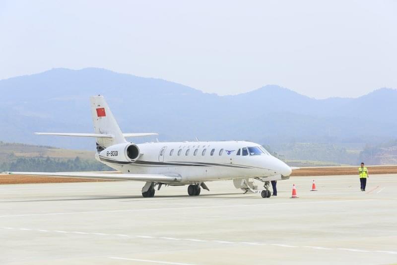 中国民用航空飞行校验中心的校飞飞机在澜沧景迈机场