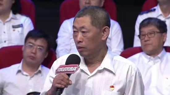 """媒体暗访黑龙江河流污染 女记者被壮汉""""追击"""""""