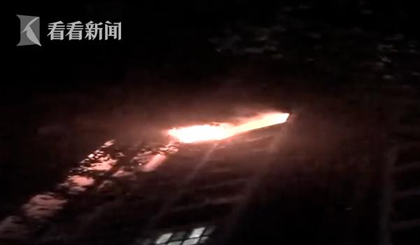 熊孩子玩火把家烧成灰烬 家长:小区也有责任