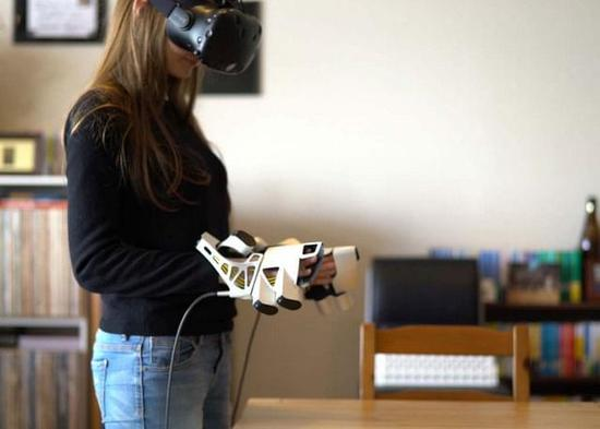 EXOS VR外骨骼手套提升交互感觉