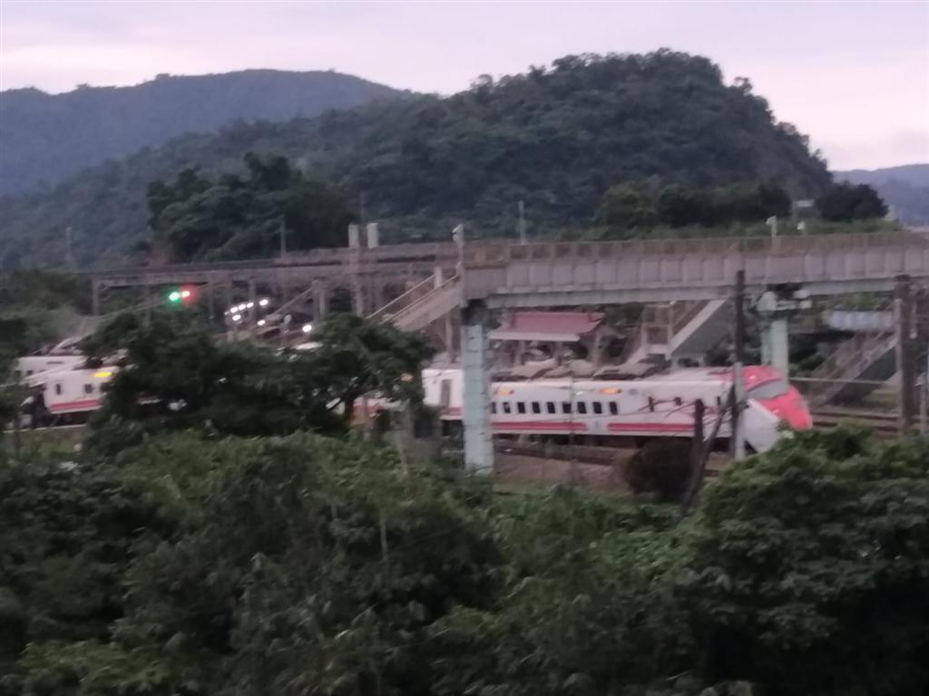 台铁脱轨事故致18死187伤 日本制造商股价重挫6%
