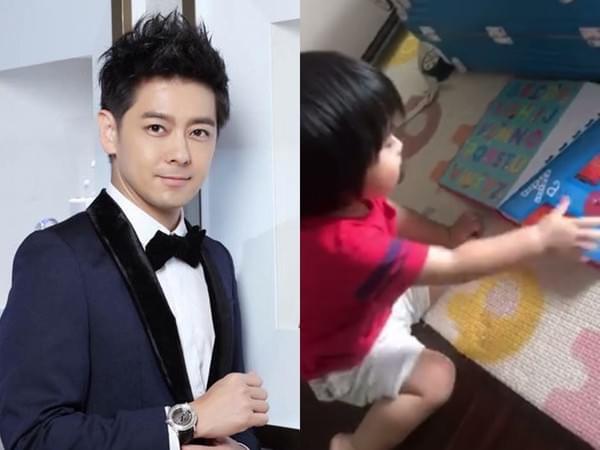 林志颖1岁儿子爱抱字卡睡觉 奶音念ABC萌化网友