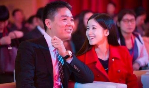 1022万!刘强东新座驾刻奶茶妹妹名字的照片 - 4