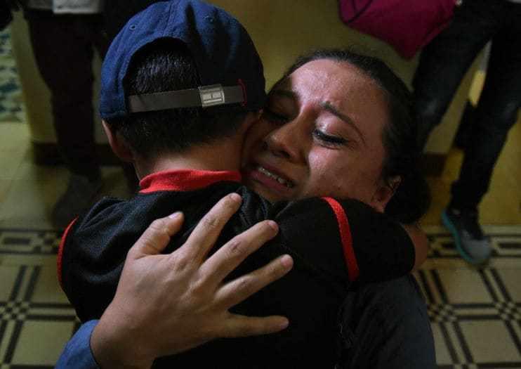 近500名儿童仍被美国滞留 其父母早已被驱逐出境