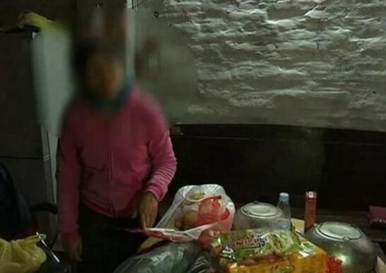 中学生嫌母亲残疾当街暴打母亲 被人肉不敢回家