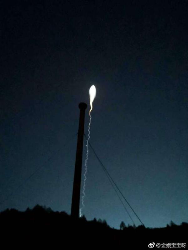 华北多地夜晚现不明飞行物 恰逢美国频亮肌肉