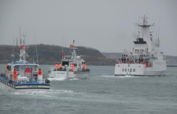大陆渔船在澎湖海域倾覆5人失踪 两岸共同搜救中