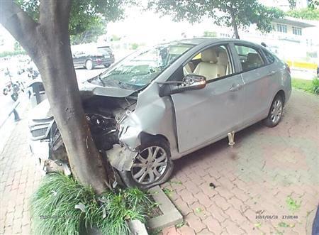车祸现场南岸警方供图