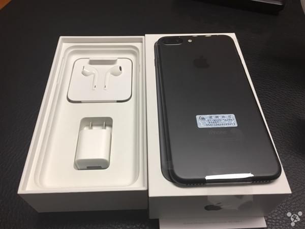 首批iPhone 7到货开箱图:玫瑰金和黑色成为主流的照片 - 10