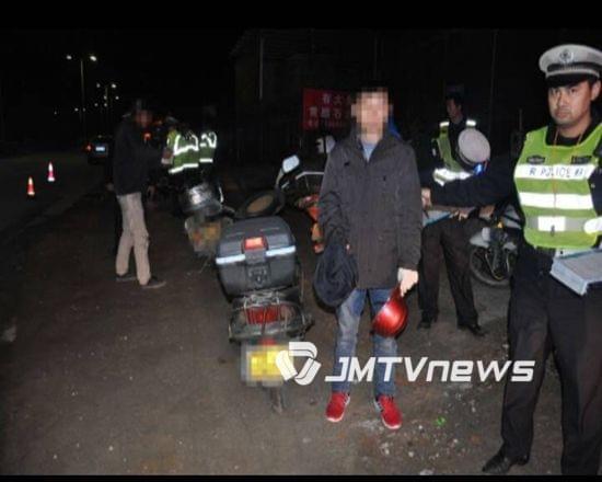 男子驾驶报废摩托车 挂他人车牌 被罚款7000元