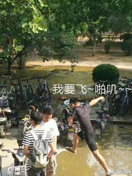 这是一条有味道的新闻,济南大学被便便包围了