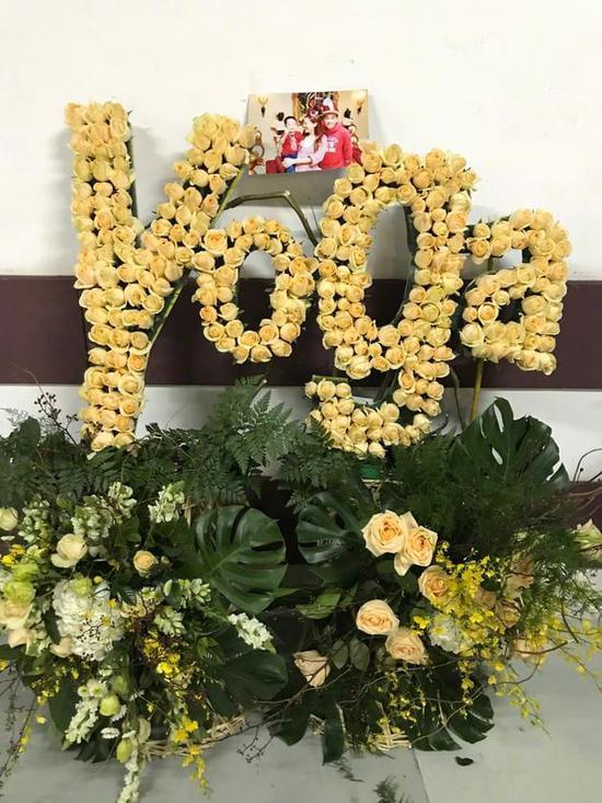 林宥嘉收到陈小春一家送的花