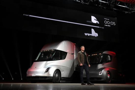 特斯拉的电动卡车火了,但它真能上路运货吗?
