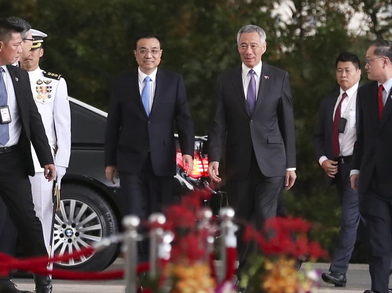 李克强与新加坡总理达成共识:争取尽快结束RCEP谈判