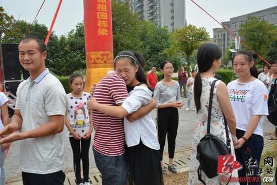 """新邵新航中学举行""""力行孝道,学会感恩""""大型演讲会"""